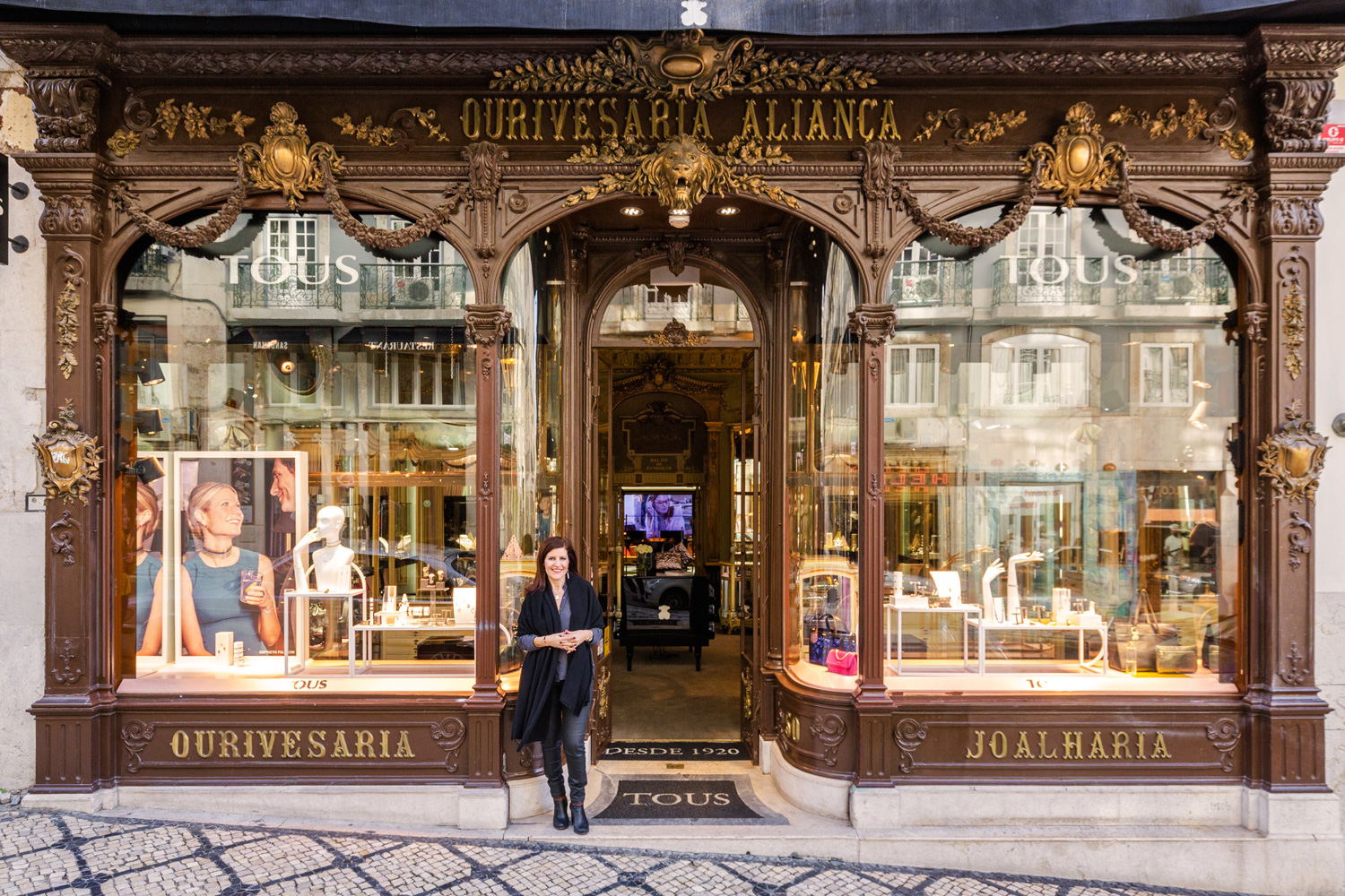 Lubelia Marques, manager for Portugal of the jewelry company Tous, at the door of the brand's local flagship store