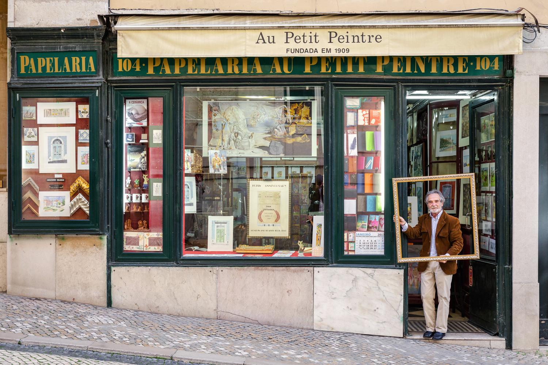 Das Leben ist für den Inhaber des Schreibwarenladens, José Manuel Fragueiro Dominguez, ein Kunstwerk