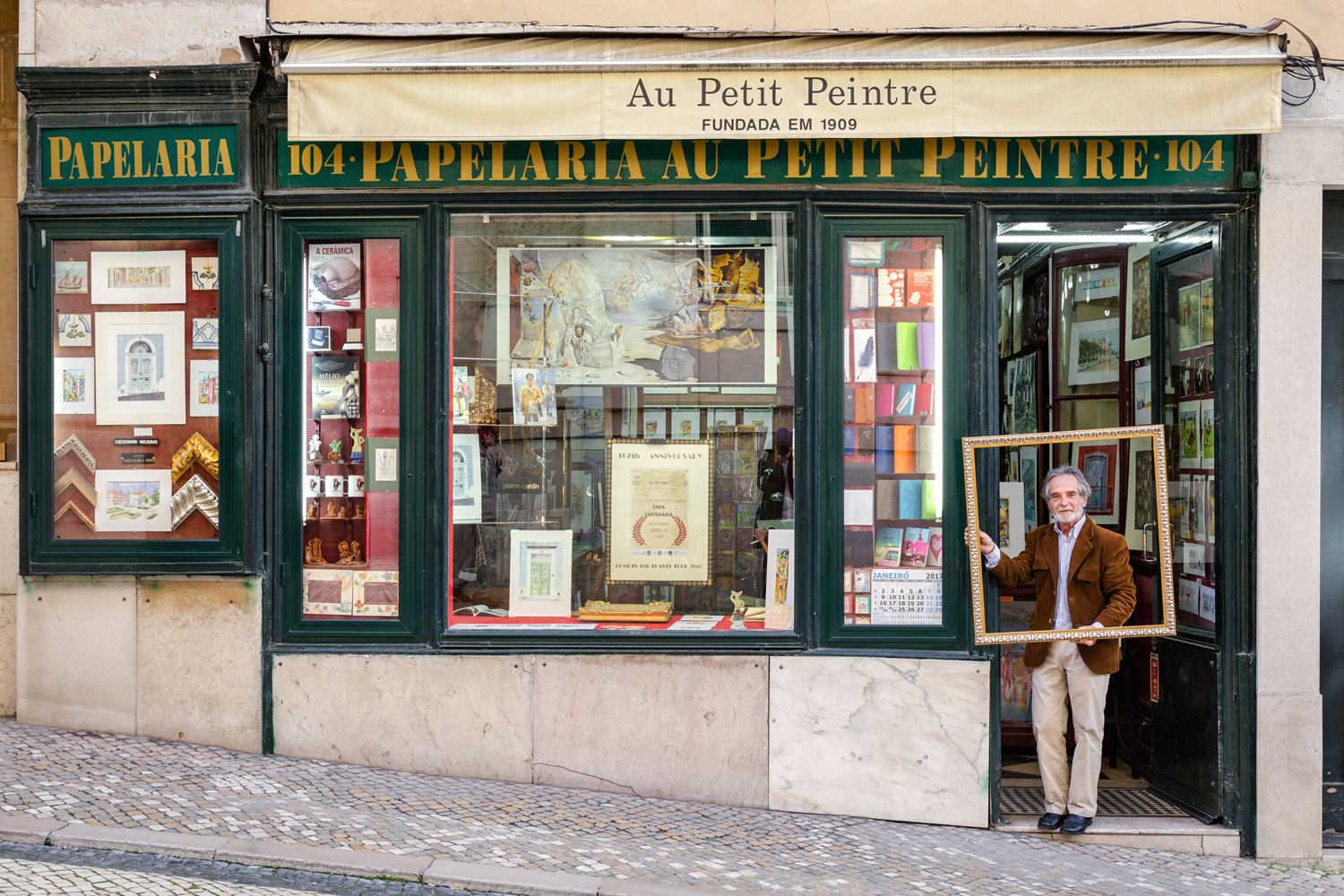 Life is a work of art for José Manuel Fragueiro Dominguez, stationery store owner
