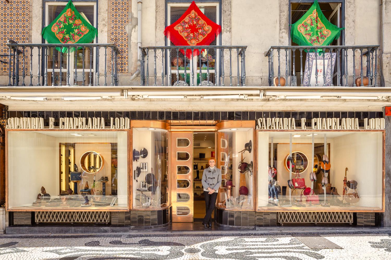 Ana Silva, gerente desta loja de chapéus e artigos de pele com 76 anos de história