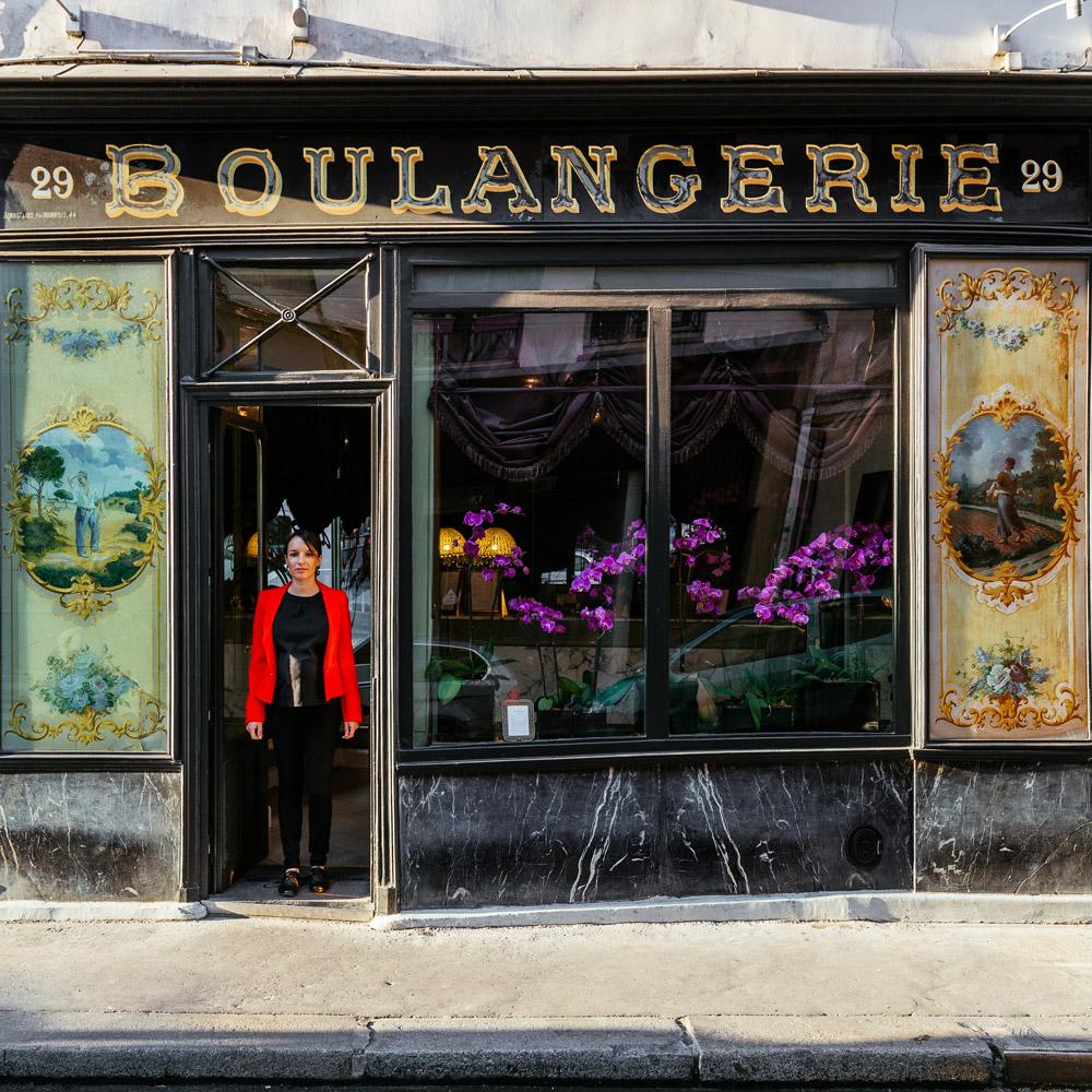 Vanessa Jacquiot, commerciale et directrice marketing du boutique hôtel situé là où se dressait autrefois la plus vieille boulangerie de Paris.