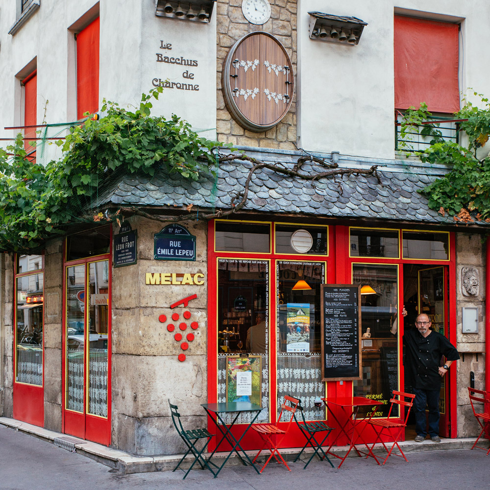 Didier Madamour à l'entrée du restaurant le Melac