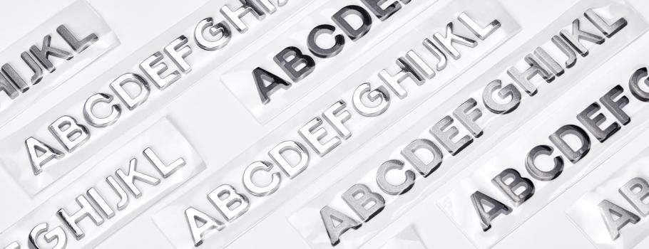 Letras em relevo