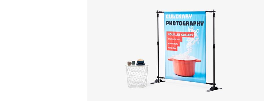 Banner with adjustable frame