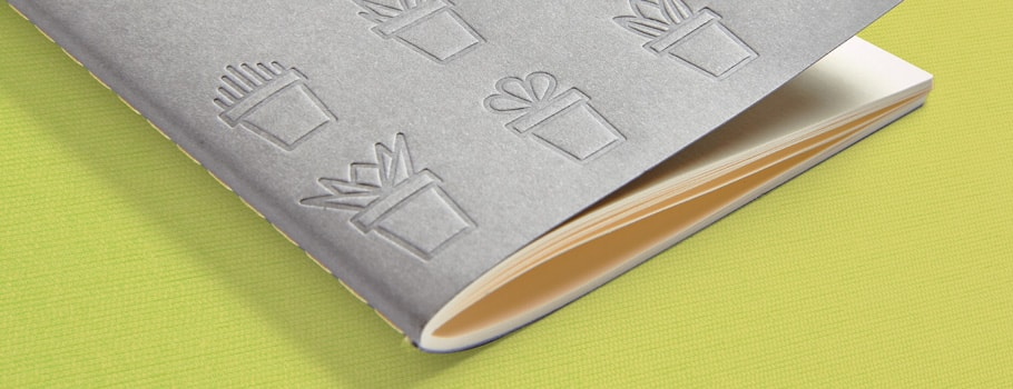 Cuadernillo cosido con hilo visto