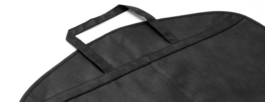 Materiałowe pokrowce na ubrania